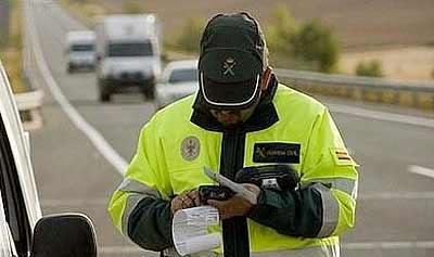 Cárcel para dos guardias civiles por poner multas falsas (image)