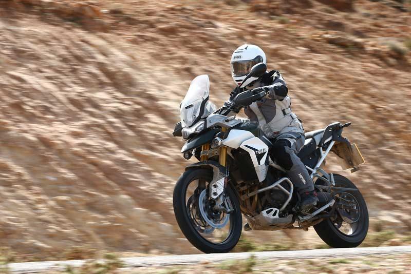 triumph tiger 900 rally pro prueba accion 04