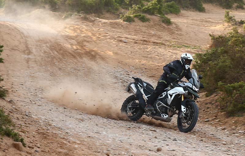 triumph tiger 900 rally pro prueba off road accion 2