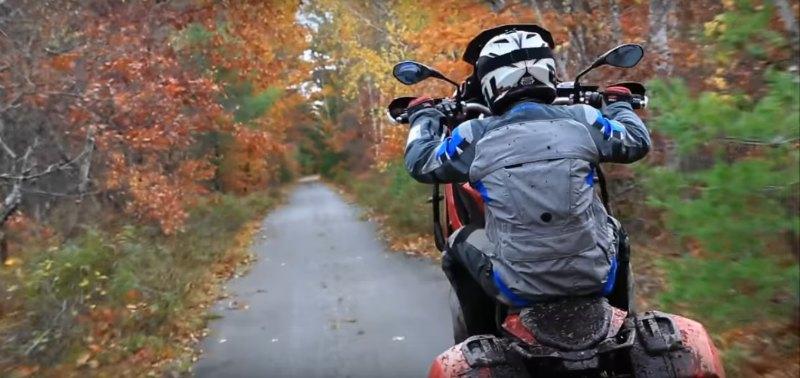 Chris McNeil con la BMW S1000 XR: moto turismo extremo (image)