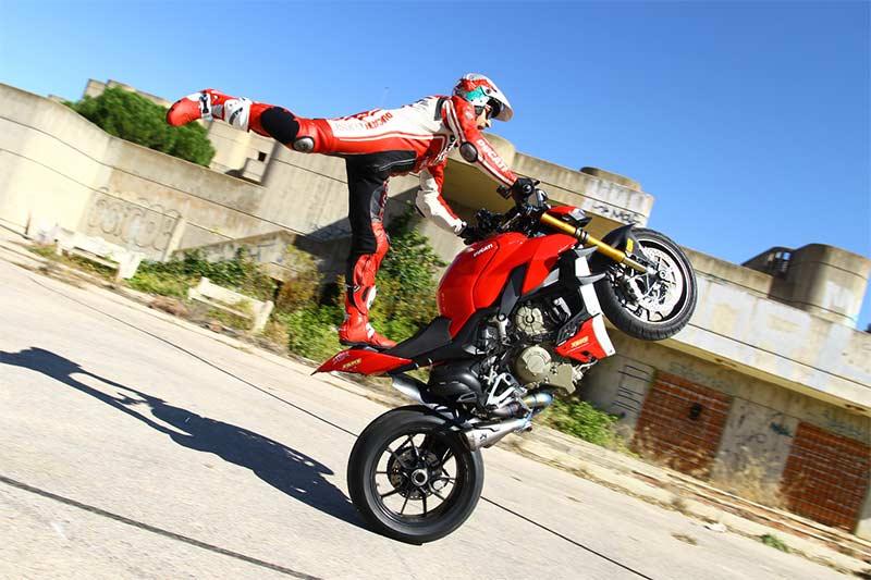 ducati streetfighter v4 s emilio zamora stunt 03