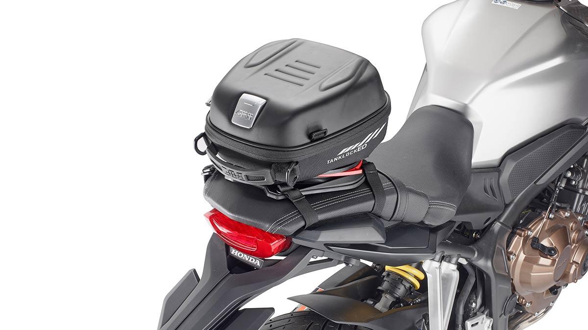 Givi S430 Seatlock: fija tu bolsa de sillín con un solo click (image)