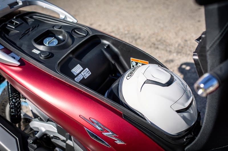 honda sh350 2021 prueba hueco casco