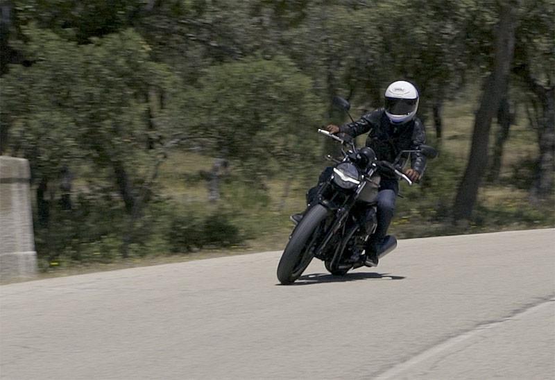 prueba moto guzzi v7 2021 accion texto 2