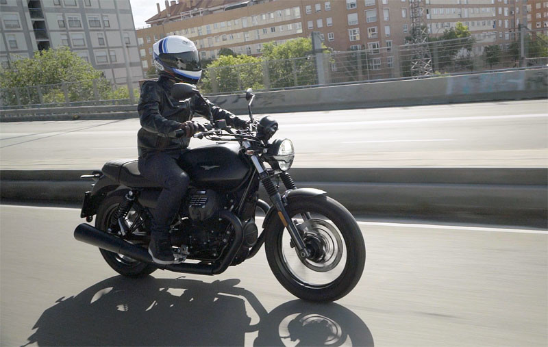 prueba moto guzzi v7 2021 accion texto