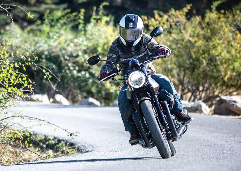 moto guzzi v7 iii stone 2020 prueba accion 03