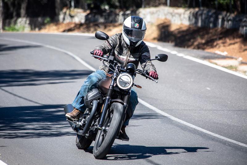 moto guzzi v7 iii stone 2020 prueba accion 06