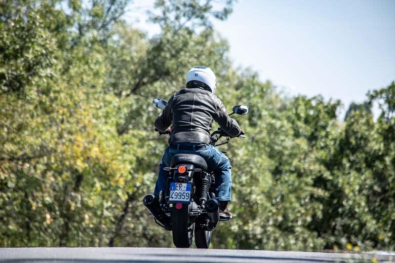 moto guzzi v7 iii stone 2020 prueba accion 08