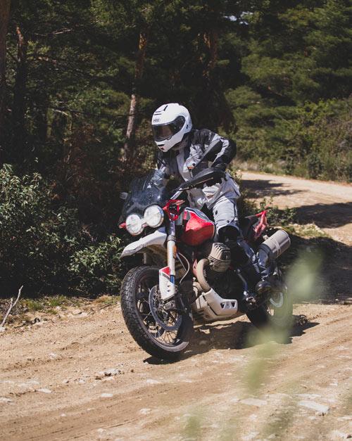 moto guzzi v85 tt prueba accion off road