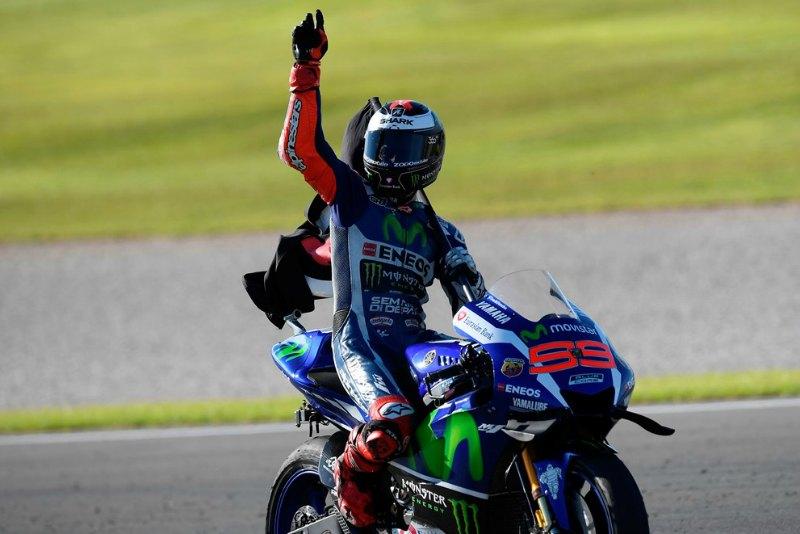 Lorenzo se despide de Yamaha a lo grande (image)