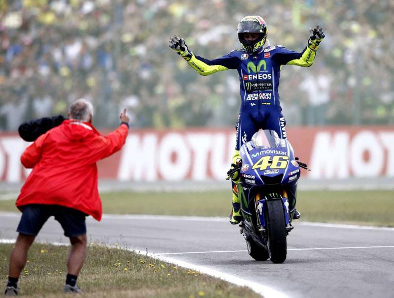GP TT Assen 2017: victoria de Rossi; caída de Viñales (image)