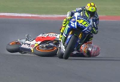 Rossi saldrá último en Valencia por la acción que terminó con Márquez en el suelo (image)