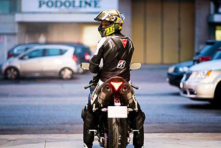 Rossi pilotando en carretera para Bridgestone (vídeo) (image)