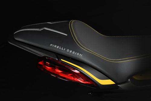 mv agusta dragster 800 rr pirelli asiento