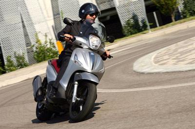 Nuevos Piaggio Beverly: motorizaciones Euro4 con ABS y ASR de serie (image)