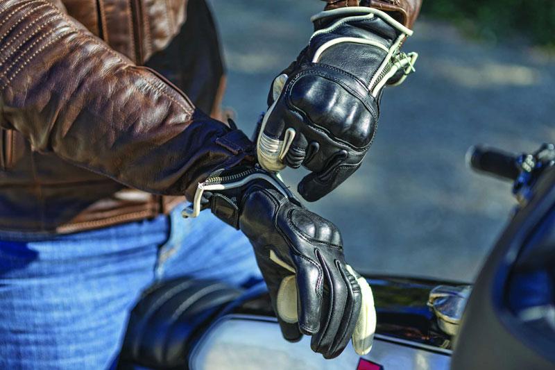 La obligatoriedad de llevar guantes en moto: la imposición de lo obvio (image)