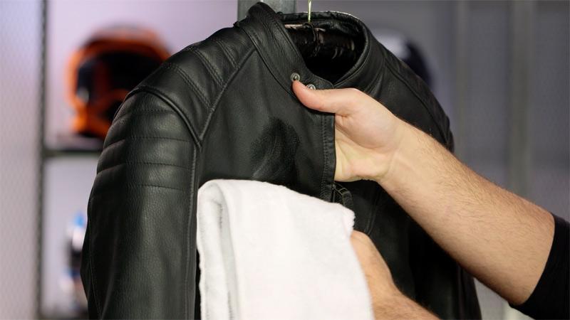 Limpieza y mantenimiento de la ropa de moto (image)