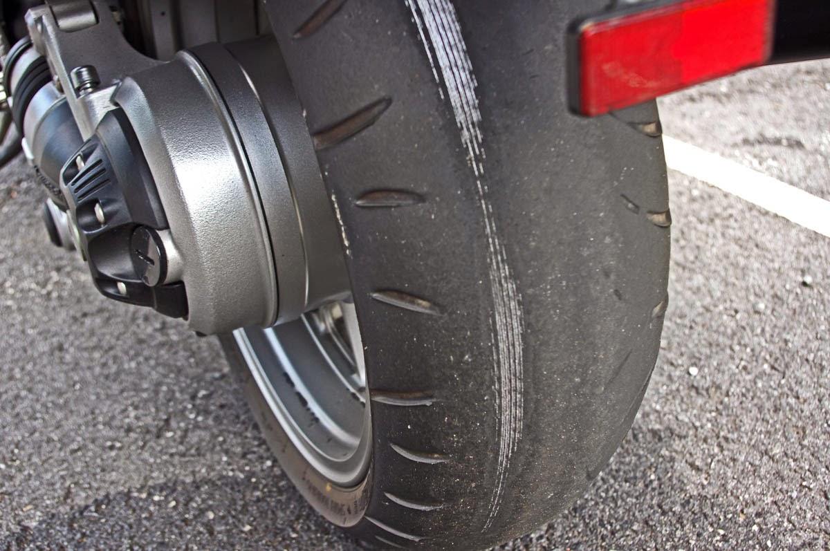 ¿Cuándo toca cambiar los neumáticos de la moto? (image)