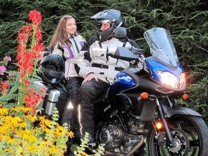 Llevar niños de pasajeros en moto