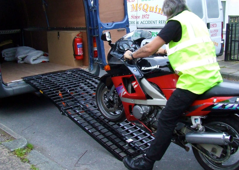 moto cargar furgoneta