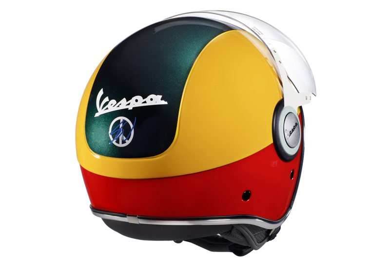 Vespa Primavera Sean Wotherspoon casco