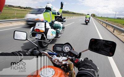 Ocho veces más valoración a los Guardias Civiles por multar que por auxiliar (image)