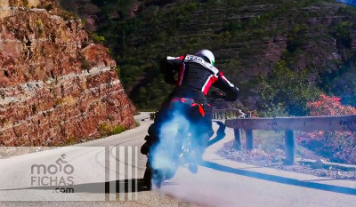 El auténtico lado oscuro de la Yamaha MT-09 by Duke Acrobatie (vídeo) (image)