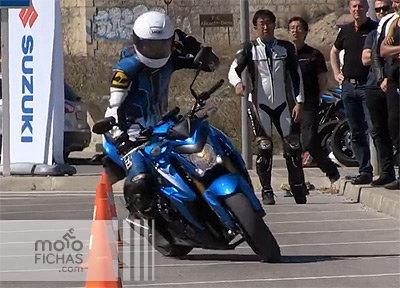 Gymkana en Suzuki GSX-S1000 a una mano (vídeo) (image)