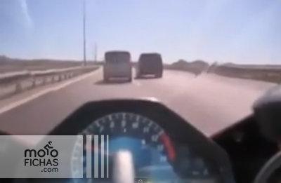 Una frenada de emergencia salvadora en plena autopista (vídeo) (image)