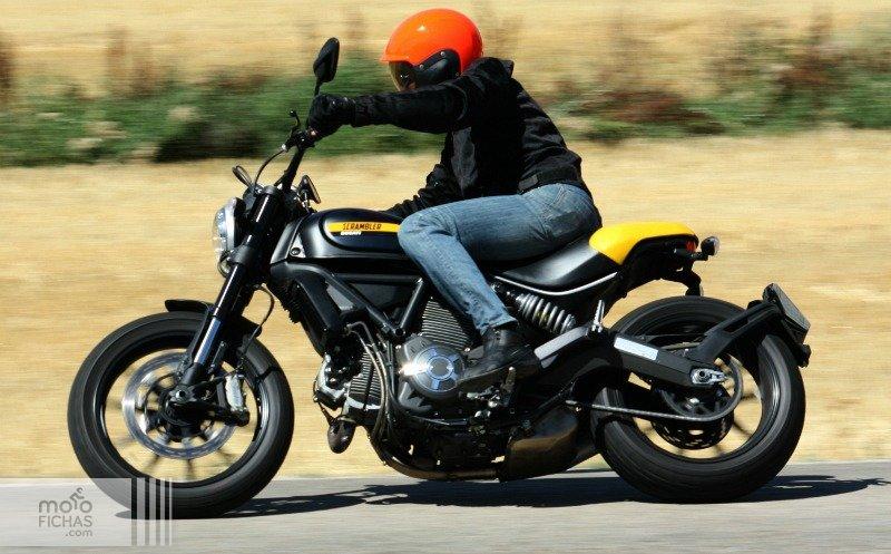 prueba ducati scrambler full throttle accion texto