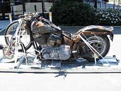 La Harley del tsunami de Japón quedará así como homenaje (image)