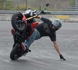Stunt extremo con la Honda MSX 125 (image)