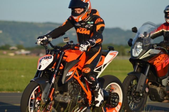 La KTM Super Duke 1290 R en manos de Jeremy McWilliams (image)