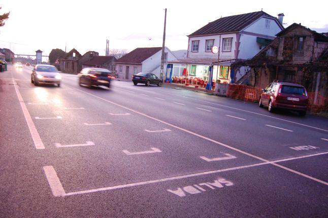 Detenidos cuando pintaban una parrilla de salida en la carretera (image)