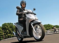 Nuevo Honda Scoopy SH 125i 2013: integral en rueda alta (image)