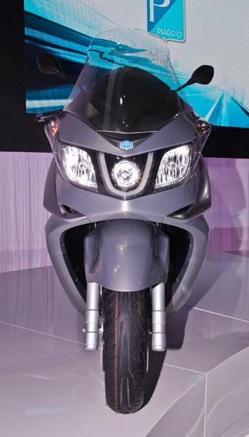 nuevo-piaggio-x-10-2012-lateral