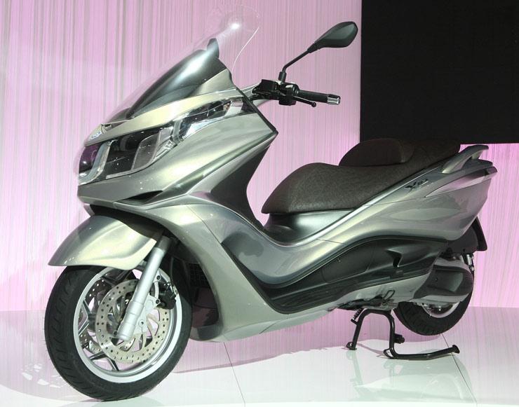 nuevo-piaggio-x-10-2012-perfil