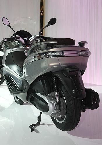 nuevo-piaggio-x-10-2012-trasera