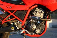 El motor Piaggio ofrece 15 CV y un buen tirón cuando le hacemos subir de vueltas pero su rendimiento es flojo a bajas rpm.