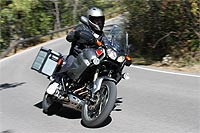 La posición de conducción es cómoda, con buena protección aerodinámica e invita a cubrir muchos kilómetros.