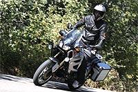 En carretera no cuesta acostumbrarse a sus reacciones, pues se mueve con soltura y ofrece una estabilidad que permite rodar a buen ritmo con mucha confianza. Le gusta el asfalto.